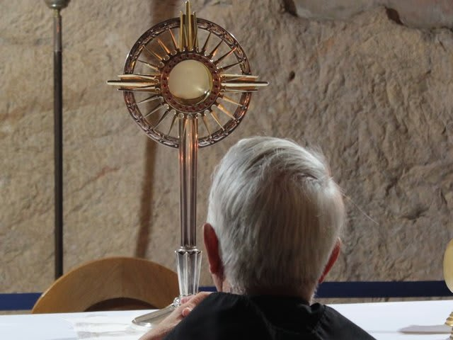 Vessel used to display the Eucharistic during adoration.