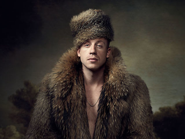 What you know about rockin' a wolf on your noggin? What you knowin' about wearin' a fur fox skin? I'm digging, I'm digging, I'm searching right through that luggage One man's trash, that's another man's come-up