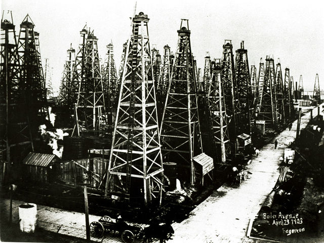 In what year was oil discovered at Spindletop?