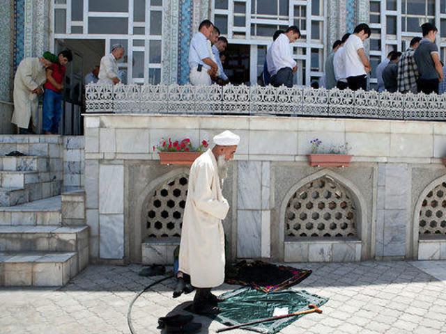 Вы исламский религиозный деятель, традицией вам предписано носить бороду. Разрешается?