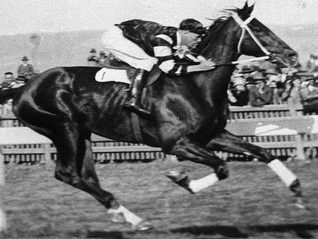 Nope, not even an ounce of truth in that, but in 1923, Frank Hayes did win a horse race posthumously after suffering a heart attack mid-race with his body tightly secured in the saddle.