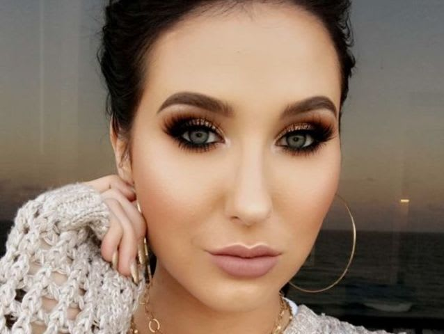 Who did Jaclyn Hill collaborate with for her eye shadow palette?