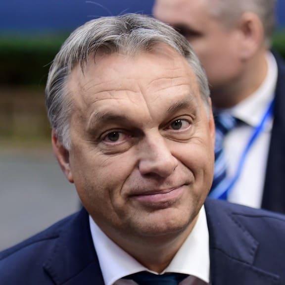 Orbán Viktort - és támogatni kell a magyar kormányt