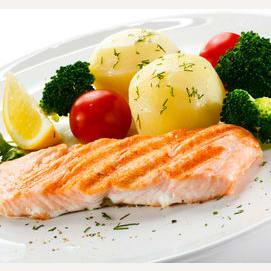 Pescado rojo con verduras