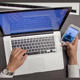Un celular o computadora