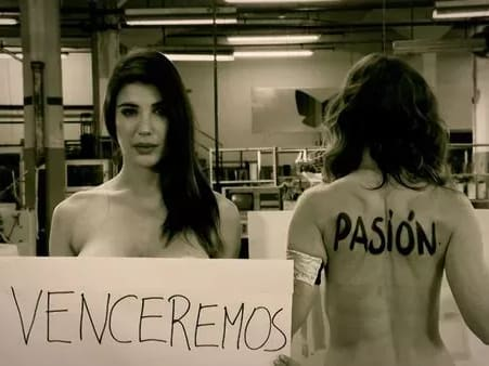 Andrea Rincón ganó un Martín Fierro y así subió al escenario — Sorpresa