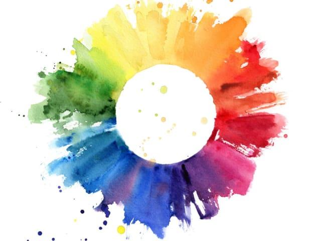 El arcoíris se trata de un espectro continuo en el que un color se va convirtiendo en otro, sin embargo, el siete es un número con una fuerte superstición y misticismo asociado. Pero la realidad es que el rango de colores en el arcoíris es infinito.