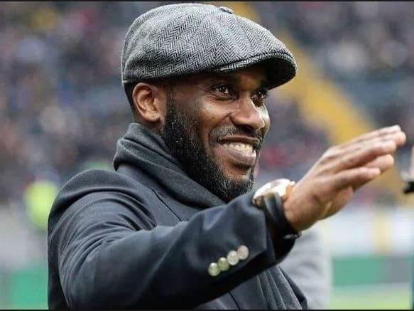 Jugó en 1994, 1998 y 2002 para Nigeria