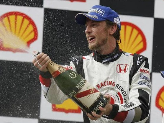 Jenson Button ganó por primera vez en Fórmula 1. Alonso y Schumacher abandonaron.