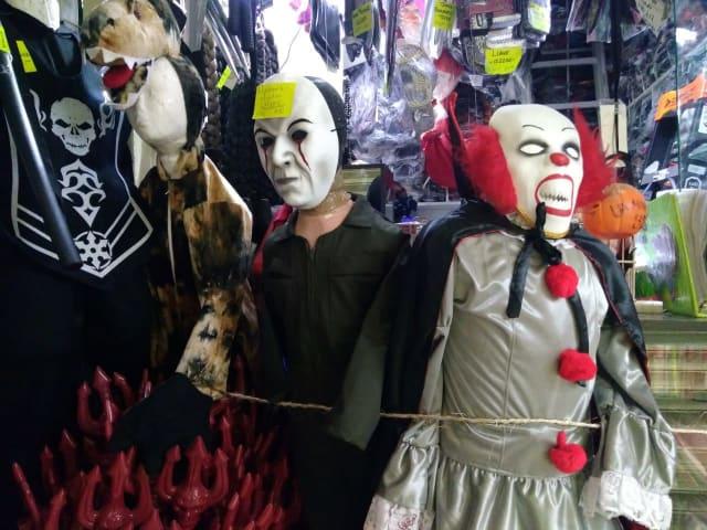 Hay gente que año tras año va guardando las máscaras y eso afecta en el látex, a la gente les puede picar la cara. Que se fijen bien en eso