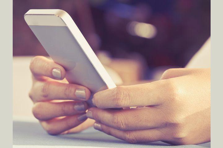 3 thói quen xấu khi dùng điện thoại khiến bạn có nguy cơ đi chỉnh hình cột sống