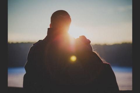 Conheça os prós e os contras de estar ou não em um relacionamento