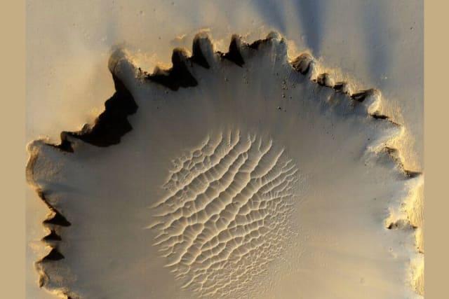 El vehículo Mars Rover Opportunity, que se desplaza por la superficie de Marte, recorrió este cráter de 730 metros de ancho localizado en la llanura Meridiani Planum.