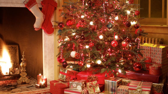 It's the most wonderful time of the year and it's time to decorate the Christmas tree and warm up the fire place. Decorate your Christmas tree and we'll figure out which present you'll open on Christmas morning!