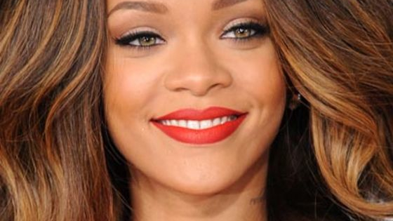 Find out what celebrity inspired red carpet makeup look you should be rocking.... give it a try!