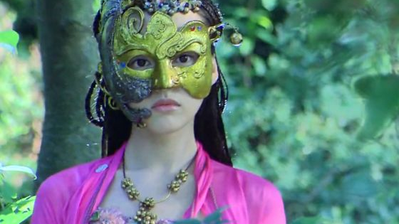 As silly as it may sound, historical dramas from then till now have common tropes that have become a universal truth in martial arts dramas.   When a woman cross dresses as a man, no one can tell that she is a woman. When a person dons a mask similar to a ninja, no one can recognizes the person.  Can you guess the actor and the drama?