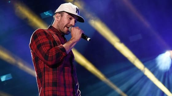 Sam Hunt has claimed his place as country's hottest male artist of the year.