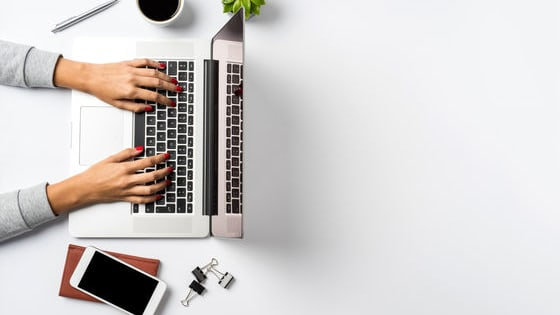 Being and feeling productive is an important factor in working efficiently. No one can do that without a workspace that is optimized for you. Let's look at a few ways you can arrange your desk for maximum productivity!