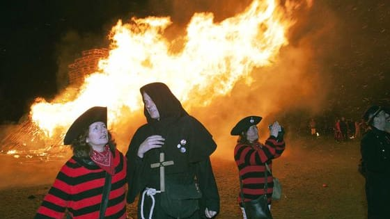 Robertsbridge Bonfire 2016