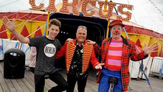 Pulse School of Circus in St Leonards did a workshop with Festival Circus on Hastings Pier 19/8/2016.