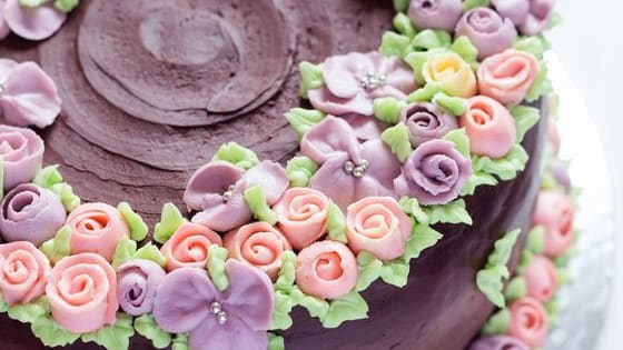 Who isn't a fan of cake?? Why not decorate a cake and we'll tell you your destiny! The fondant knows all...