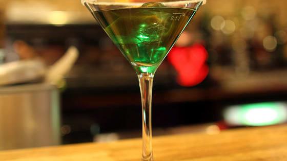 Testet euch und seht ob ihr erraten könnt wie viel ihr für einen Cocktail in der Top-Bar Deutschlands aus Köln zahlen müsst.