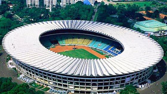 Seberapa jauh kalian cinta dengan sepak bola nasional? Ayo coba tebak nama-nama stadion besar di Indonesia ini!