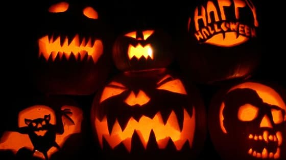 If you enjoy a good laugh here are 10 Halloween pranks that are easy to do at home or at school with your friends.  You'll be sure to give them a good scare!