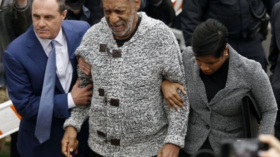 """Is Bill Cosby faking being blind in a desperate bid to beat his sex rap? The shamed comedian may be trying to fool the world again because a body language expert claimed that his """"I can't see"""" routine is all """"bad acting."""""""