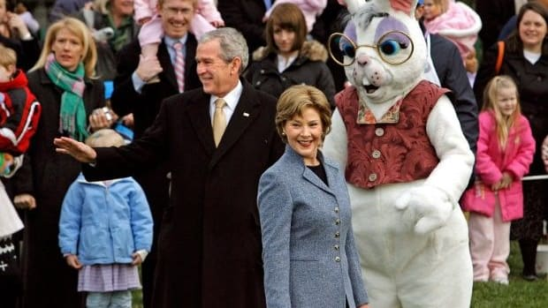 Donald Trump's press secretary used to be much quieter as an official Easter Bunny for the White House Egg Roll. Now, he's tweeted out his longing to return to the bunny suit. Do you wish Sean Spicer was the White House Easter Bunny Again?