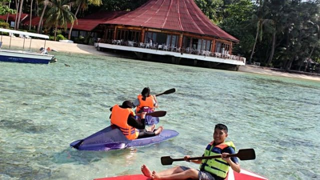 Pulau Pantara Resort vacation to the island tourists can enjoy the beauty of the sea is clean with blue and greenish sand smooth and soft and also has a large cottages and beautiful coral reefs in the island Pantara. with a snorkeling and diving tourists can see quite a lot of coral reefs and also the clarity of the water makes the tourists to snorkel and diving again. Many Japanese people Pantara Island Tourism Island Since ancient times Pantara managed by JAL (Japan Airlines) and the current Pantara Islan