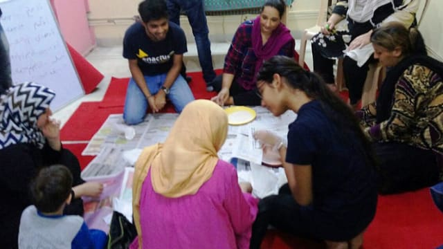 To combat both excessive plastic production and poverty among Afghan refugee women, university students in Delhi have invented edible dinnerware that could change the planet! Find out more here!