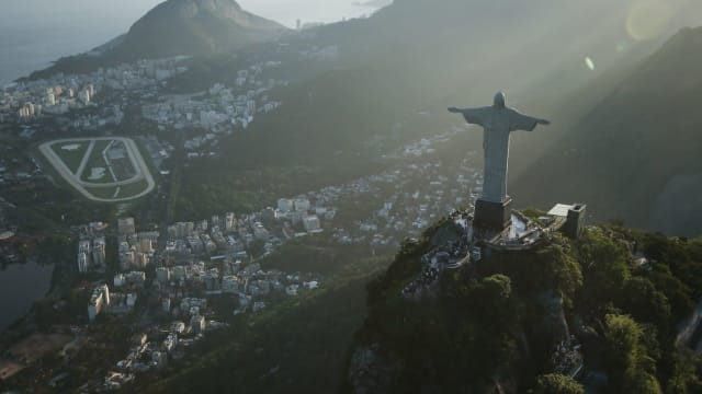The aliens were tall, blonde and looked like Christ the Redeemer statue in Rio de Janeiro.