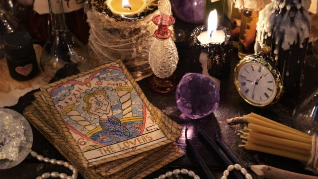 Find the crystal that best aligns with your Zodiac traits.