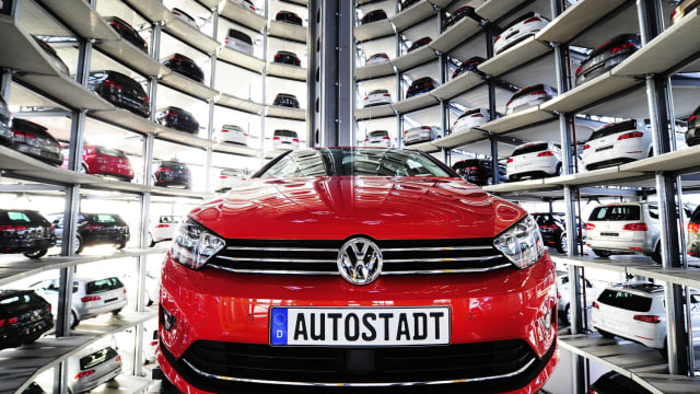 The future is coming in force, and that comes in the form of 3D printing. Yes, Volkswagen is leading the way by starting to mass produce parts with 3D printing. Will other automakers follow suit?