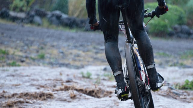 Some cyclists love a rainy bike ride, while others hate it. Rain is just part of cycling though and it would be a real shame to let a little water spoil your enjoyment. Here are some tips to not only help keep your dry while cycling in the rain, but safe.