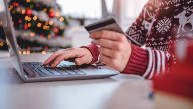 Not everyone shops during the holidays the same way. So what separates early shoppers from late shoppers and online shoppers from in-store shoppers? Here's what your shopping style says about your personality.