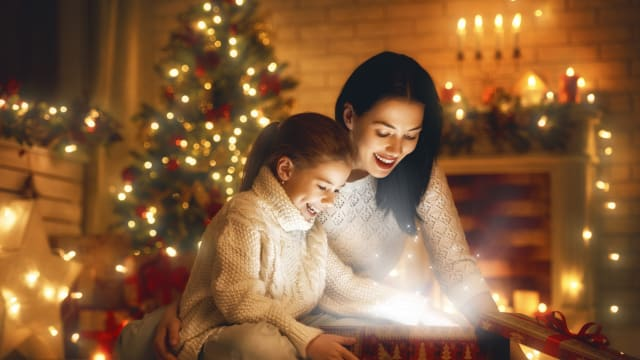 The holidays can mean a lot of different things to different people. What you might be surprised to learn is that our brains have a unique way of responding to the holiday season.