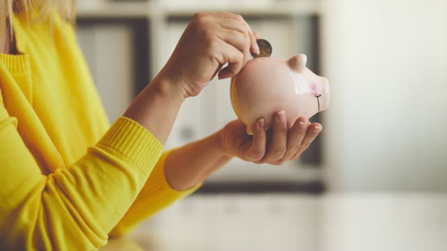 Saving money sounds easy, but it's not. Even though we only have to do one simple thing. Let's dive in.