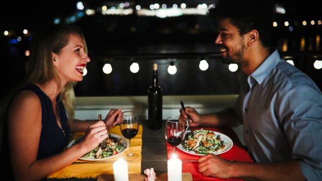 Dinner dates can be nerve-wracking. Ordering the wrong thing can really send a date spiraling down the drain quick. Make sure you avoid these foods if romance is on the menu.