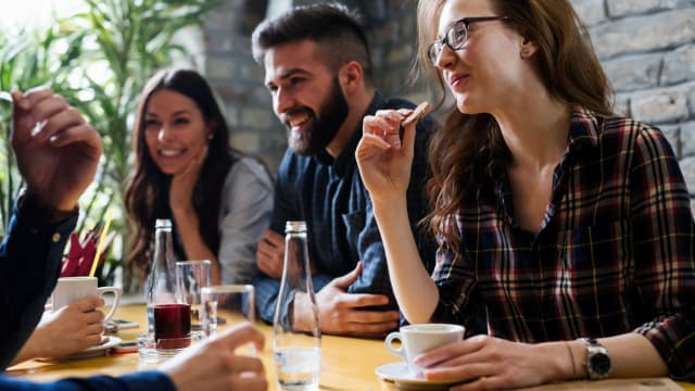 Eating out is an art form. With a little bit of know-how, you can get the most for your money and have a great dining experience. Check out these restaurant hacks and see for yourself.