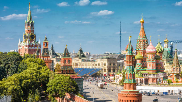 Moscow is a beautiful and huge city with many things to see. If it's your first time in the Russian capital, make sure you don't miss these spots!