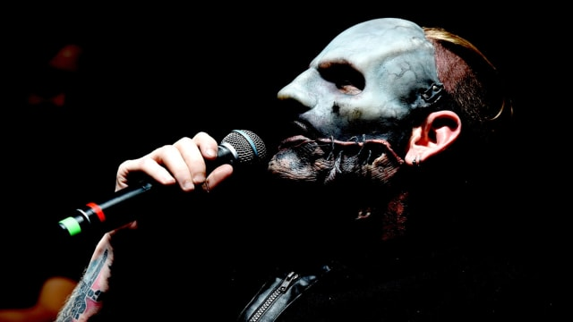 Everyone likes to hate on Nickelback, but the Slipknot frontman really seems to hate them. Let's take a look at why.