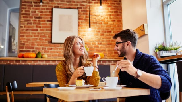 Want to ensure a lovely time on your first date with that new love interest? Then follow these 5 tips on what to and what not to do!