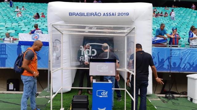 VAR pela primeira vez na principal competição nacional, estreia de novas regras e várias dúvidas sobre se o árbitro de vídeo acertou ou não