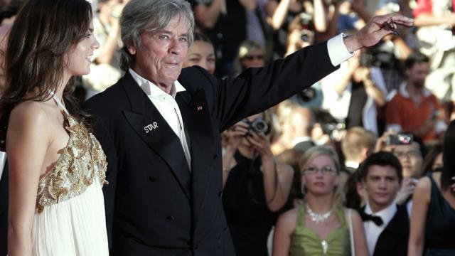 Pour l'ensemble de sa carrière, Alain Delon recevra le 19 mai la Palme d'or honorifique du Festival de Cannes. Testez-vos connaissance sur les diverses apparitions de l'acteur sur le tapis rouge.