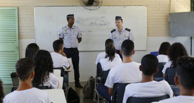 Você gostaria que seu filho estudasse em uma escola cívico-militar?
