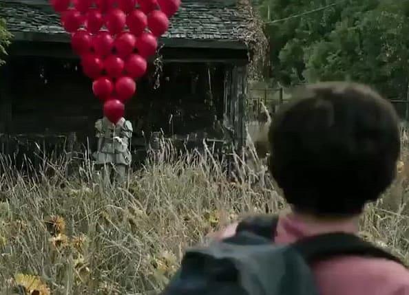 Mentre nel libro l'azione si svolge nel 1958, nel film gli eventi si svolgono nel 1989.