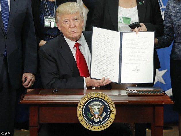 Trump presents his executive order to the media