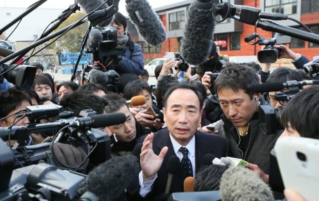 大阪府の現地視察。詰めかけたマスコミに意見を述べる籠池理事長。